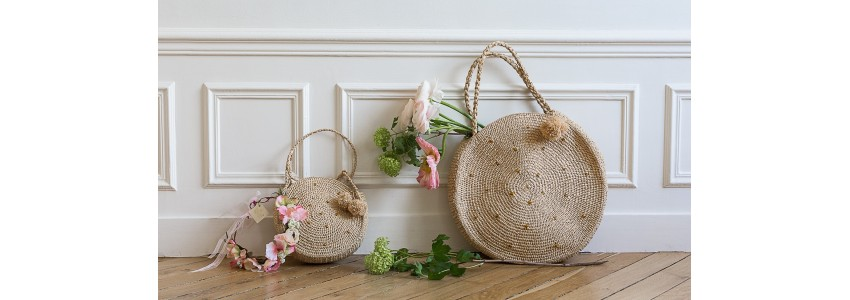 Baskets and bags in natural raffia hand-crocheted in Madagascar