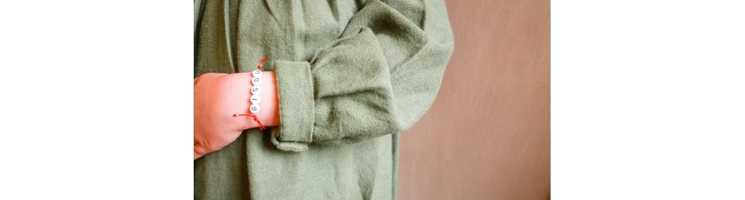Little girls' bracelets with glitter charms & adjustable knots